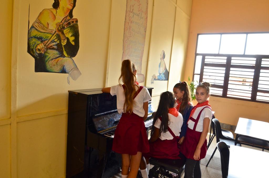 Teen girls in Nueva Gerona